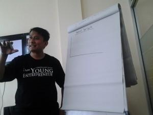 Meriza Hendri Pada Saat Mengajar di Kelas GIMB Batch 3